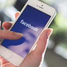 Facebook to change newsfeed
